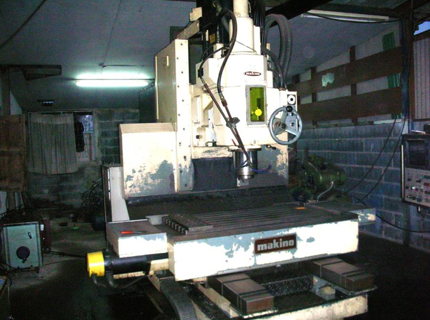 เครื่อง CNC MAKINO แนวตั้ง ใช้กัดงาน เจาะงานได้ทุกชนิดตามแบบ